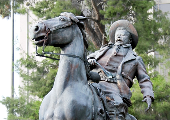 Picture of statue of Pancho Villa