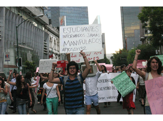 """Student protesters in Mexico City holding signs, """"Estudiantes Informados Jamás Manipulados #YOSOY132"""""""
